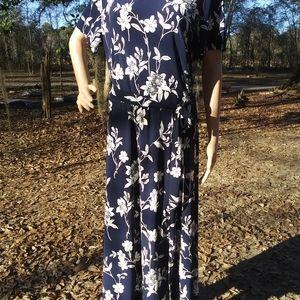 """EUC""""Chaps""""blue w/white flower dress w/tie waist"""